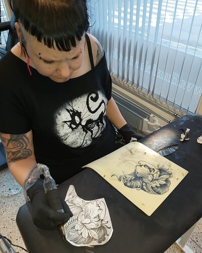 Annikan black´n grey tatuointi harjoitus