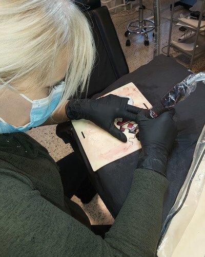 Tatuoimista harjoitusnahkaan