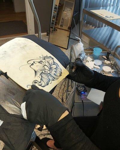Viivin lady tattoo